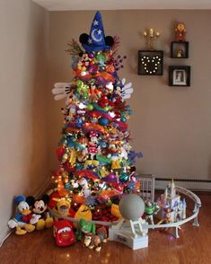 Diy christmas tree 443323157064842461 - You Haven't Experienced Holiday Magic Until You've Seen This Disney-Themed Christmas Tree Source by mayghanbongle Mickey Mouse Christmas Tree, Christmas Trees For Kids, Christmas Tree Themes, Magical Christmas, Christmas Holidays, White Christmas, Reindeer Christmas, Christmas Cookies, Christmas Trees