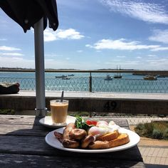 #Repost @venice_eu  Breakfast with a view and morning sea breeze #warrnambool #destinationwarrnambool #love3280 #eat3280 #pavilion3280 #warrnamboolbreakwater by destinationwarrnambool