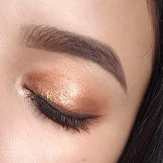 BRONZE GODDESS GLOW makeup
