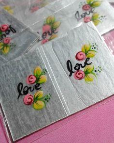 Um pouco de amor - - - - restam poucas horas para pronta entrega - - - - e olha esse desenho meigo. ☺ Uma fofura. - - - #Adesivosdamada #love #rosas #adesivos