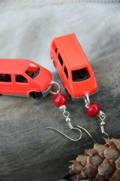 Funky Homo sapiensin Punaiset Pakettiauto- korvikset - Astubutiikkiin.fi Dressing, Gift Ideas, Toys, Car, Gifts, Women, Activity Toys, Automobile, Presents