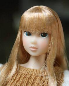 Pretty face.   Day in the sun.  #momokoph #momokodoll #momoko #picoftheday #doll #dollphotography #picbynatts #dollstagram #dolly #dollfromjapan #dollinstagram #instadoll #instadolls #dollartistry #toyartistry_elite | by little dolls room
