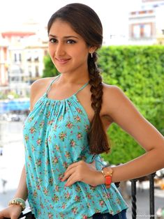 Sayyeshaa is an Indian film actress who appears in Tamil, Hindi and Telugu films. After working in a Telugu film Akhil, she made her Bollywood debut in Ajay Devgns Shivaay. Indian Film Actress, Indian Actresses, Angels Beauty, Malayalam Actress, Hottest Models, Hd Photos, Hd Wallpaper, Wallpapers, Pretty Face