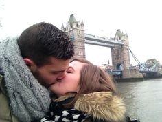 Séance bisous avec Tower Bridge en fond