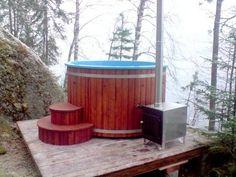 Kylpypalju sopii saunan pihaan kuin auringonlasku kesäiltaan. Masterhousen kylpytynnyri 2250 €.