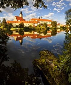 the official travel site - Whether you want to spend your holiday actively in the countryside, purely relaxing in a spa, or you want to take in some culture and go somewhere to learn more, the Czech Republic in the heart of Europe has so much to offer! Prague Czech Republic, Heart Of Europe, Central Europe, Festivals, Countryside, City, World, Places, Travel