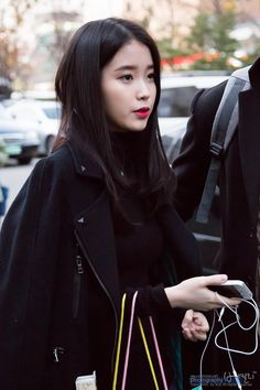 Shared by ravza. Find images and videos about iu and lee jieun on We Heart It - the app to get lost in what you love. Cute Korean, Korean Girl, Asian Girl, Korean Idols, Kpop Fashion, Korean Fashion, Fashion Models, Airport Fashion, Blonde Redhead