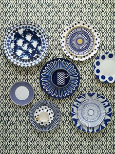 Modern blue and white china. I like this a lot better than the traditional styles.