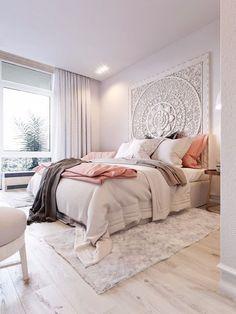 Mandalas para decorar. Mandala tallado en madera como cabecero de cama.