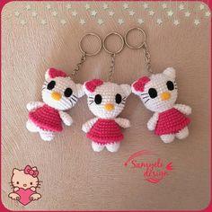 ideas for crochet keychain free pattern hello kitty Hello Kitty Amigurumi, Crochet Hello Kitty, Chat Hello Kitty, Hallo Kitty, Loom Knitting Stitches, Baby Knitting Patterns, Amigurumi Patterns, Crochet Patterns, Crochet Crafts