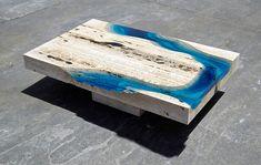 Mesa Feita De Mármore Travertino E Resina É Espetacular Resin Table, Wood Table, Resin Furniture, Furniture Design, Glass Waterfall, Nachhaltiges Design, Grid Design, Interior Design, Design Tisch