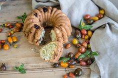 Pão de alho com manjericão e tomate seco (enformado) | SAPO Lifestyle
