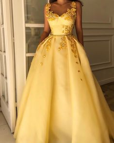 Fabulous Beautiful Straps Evening Dresses Long Tulle Yellow Prom Dresses with Appliques, Shop plus-sized prom dresses for curvy figures and plus-size party dresses. Ball gowns for prom in plus sizes and short plus-sized prom dresses for Princess Prom Dresses, Cute Prom Dresses, Elegant Dresses, Pretty Dresses, Beautiful Dresses, Formal Dresses, Yellow Prom Dresses, Yellow Dress Wedding, Long Yellow Dress