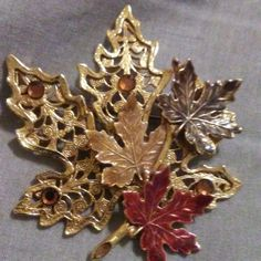 KG MAPLE LEAF BROOCH