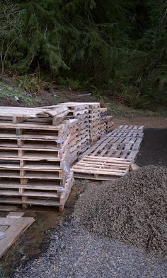 How to (and not to) take apart pallets!