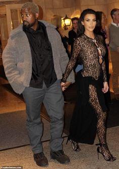Ready, jet set, go! Kim Kardashian and hubby Kanye West enjoyed a dinner date in San Francisco Saturday before heading back to LA for close friend John Legend's birthday Kim And Kanye, Kim Kardashian And Kanye, Kardashian Style, Kardashian Jenner, Kardashian Fashion, Casino Royale Dress, Casino Dress, Casino Outfit, Kylie Jenner