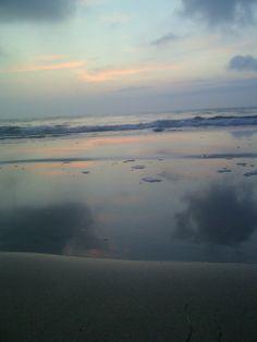 AMANECER: Cielo, mar, arena.....reflejos de luz