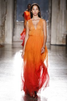 Alberta Ferretti Limited Edition Fall 2018 Couture Fashion Show Collection: See the complete Alberta Ferretti Limited Edition Fall 2018 Couture collection. Look 16