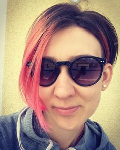 Pink hair, pink micado