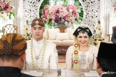 One Couple's Alluring Traditional Wedding… Indonesian Wedding, Girly Pictures, Wedding Album, Traditional Wedding, Wedding Ideas, Culture, Weddings, Elegant, Couples