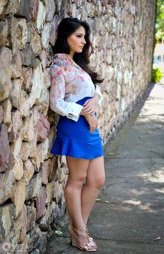 #fashion #blogger look saia azul klein camisa floral (9)