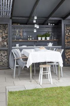 .Cute outdoor eating nook