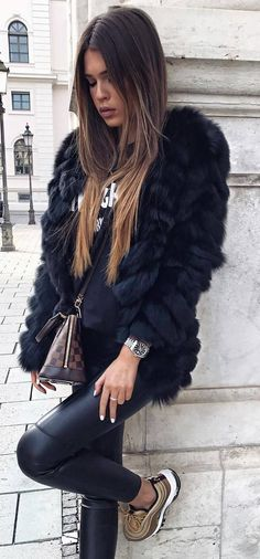 cozy outfit idea : fur jacket + top + black leggings + bag + sneakers