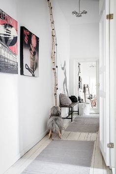 A place to share ideas, inspiration, and information related to Scandinavian interior design. Decor Scandinavian, Scandinavian Apartment, Home Decor Styles, Home Decor Accessories, Bedroom Walls, Gravity Home, White Apartment, Simple Closet, Living Room On A Budget