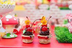 Docinhos servidos em mini cestinhasDocinhos servidos em mini cestinhas