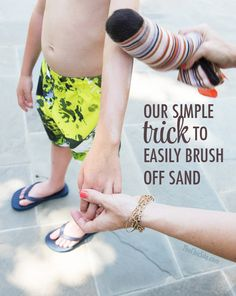"""How to Easily Remove Sand - The Chic Site - Nicole Keim - How to Easily Remove Sand - The Chic Site I heard baby powder was great at removing sand, but this trick of using an old sock to actually do the """"dusting"""" makes it even easier! Beach Bum, Beach Trip, Hawaii Beach, Beach Camping, City Beach, Oahu Hawaii, Baby Powder Beach, The Chic Site, Florida Vacation"""