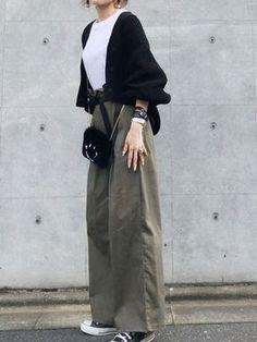 way to dress up a plain white shirt. Japan Fashion, Daily Fashion, Love Fashion, Korean Fashion, Girl Fashion, Winter Fashion, Womens Fashion, Modest Fashion, Hijab Fashion
