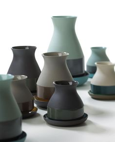bat trang vase aus farbigem ton von imperfectdesign   bei abovo in münchen oder im online store.