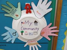 My Community Helpers Wreath --maybe change to write how you can be a good citizen on each hand Community Helpers Lesson Plan, Community Helpers Activities, Community Helpers Kindergarten, Kindergarten Social Studies, School Community, In Kindergarten, My Community, Preschool Projects, Classroom Crafts