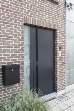 Aluminium voordeur te Mechelen Modern Entrance Door, Modern Front Door, Front Door Entrance, Entrance Design, Front Door Design, Gate Design, House Entrance, House Design, House Windows