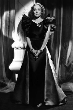 nasvete.com wp-content uploads 2015 12 Marlene-Dietrich-jewellery-luxurious-set-by-Trabert-Hoeffer-Mauboussin-3.jpg