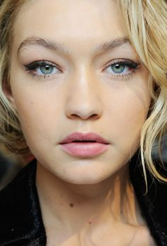 The do's and don'ts when it comes to concealing your under eyes.