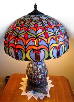 STAINED GLASS LAMP w.pics EXCELLENT CNDITION (Very Similar to Tiffany) - $100 (North Hollywood)