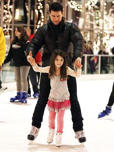 See Tom Cruise, Katie Holmes and their sweet daughter Suri as they jet-set around the world Tom Cruise Age, Tom Cruise And Suri, Ton Cruise, Celebrity Travel, Celebrity Babies, Celebrity Children, Celebrity Style, Logan Lerman, Tv Actors