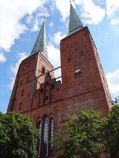 Dom zu Lübeck- die romanische dreischiffige Pfeilerbasilika ist das älteste Gotteshaus Lübecks.