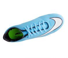 Chuteira Futsal Nike Mercurial Victory 5 Azul Bebê - Cabedal confeccionado em material sintético. Conta com fechamento em cadarços e etiqueta interna. Traz o logotipo da marca nas laterais e no solado. Oferece forro em material sintético com r...