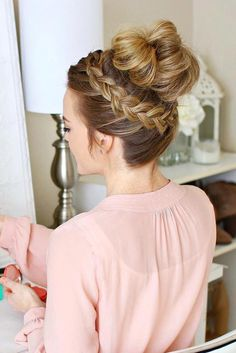 Brilliant Hair Ideas for Chic Prom Look picture 3