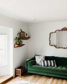 Home Decoration For Living Room Code: 4844896850 Green Velvet Sofa, Green Sofa, Velvet Chairs, Living Room Chairs, Living Room Decor, Living Rooms, Black Dining Room Chairs, Blue Chairs, Pastel Interior