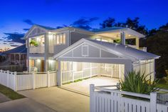 Residential Garage Design For Beautiful Looking. Cluttered residential garages are not uncommon. However, you can get away from all the stereotypical designs by investing a little time, effort and cash. You will be glad to realiz. Carport Designs, Garage Design, House Design, Carport Ideas, Carport Garage, Queenslander House, Weatherboard House, Style At Home, Hamptons Style Homes