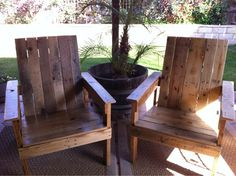 DIY Outdoor Furniture with Old Wood Pallets Outdoor Furniture Plans, Deck Furniture, Pallet Furniture, Rustic Furniture, Painting Furniture, Furniture Showroom, Modern Furniture, Furniture Design, Barrel Furniture