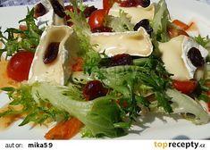 Jednoduchý listový salát s Hermelínem a brusinkami recept - TopRecepty.cz