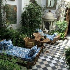 The versatility of an interior courtyard. Outdoor Retreat, Outdoor Rooms, Outdoor Living, Outdoor Decor, Ideas Terraza, Terrace Floor, Interior Architecture, Interior Design, Diy Design