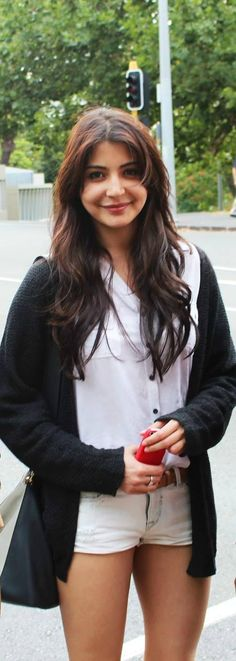 Anushka Sharma's Spotted on Sexy Hot Casuals at Auckland!