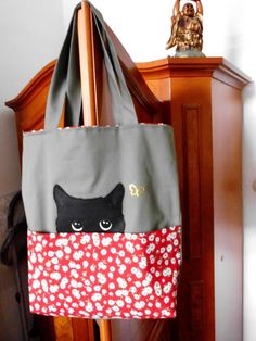 Fabric Crafts, Sewing Crafts, Sewing Projects, Patchwork Bags, Quilted Bag, Denim Tote Bags, Cotton Tote Bags, Bag Quilt, Tote Bag With Pockets