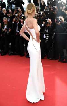 Doutzen Kroes is flawless from all angles in a look from the Spring 2015 Atelier Versace runway at the Opening Ceremony for the Annual Cannes FilmCannes Film Festival. Dance Dresses, Bridal Dresses, Prom Dresses, Doutzen Kroes, Cannes Film Festival, Oscar Dresses, Evening Dresses, Mermaid Gown, Dress And Heels