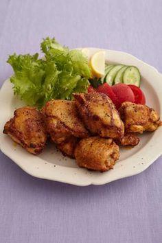 本格的なタンドリーチキンをフライパンで手軽に作ります。鶏肉は大きめにカットして、下味にしっかり漬け込むのがポイントです。